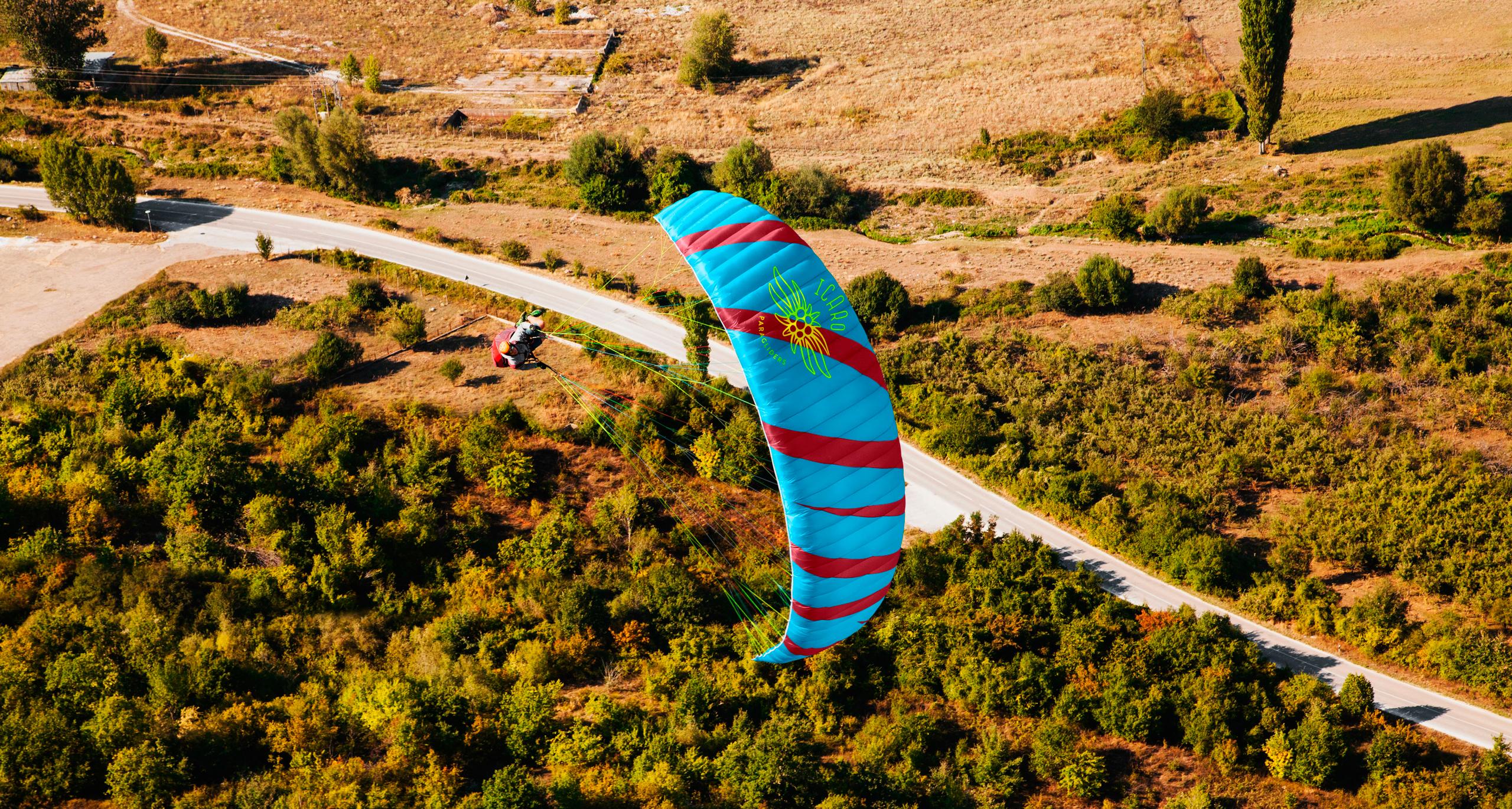 Icaro Paragliders Make An Impression